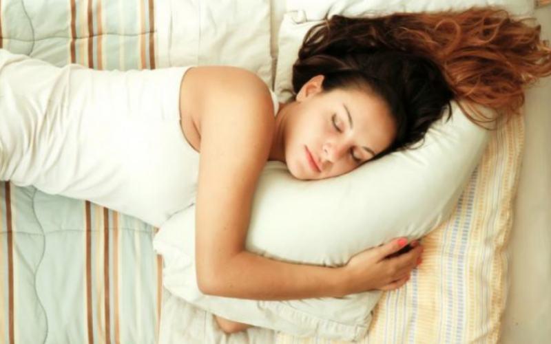 Почему нужно спать на боку?