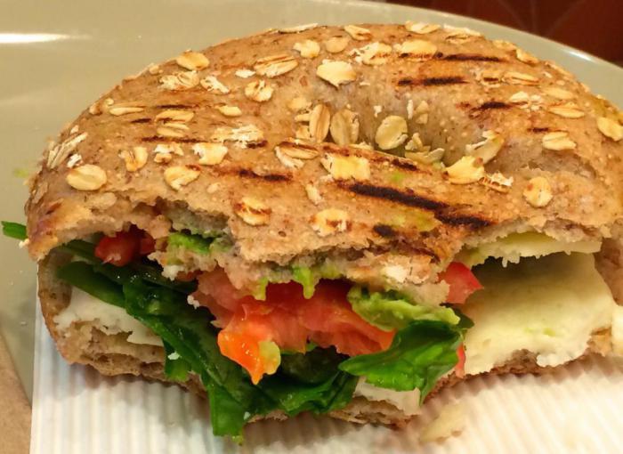 Panera – сэндвич с авокадо, яичным белком и шпинатом
