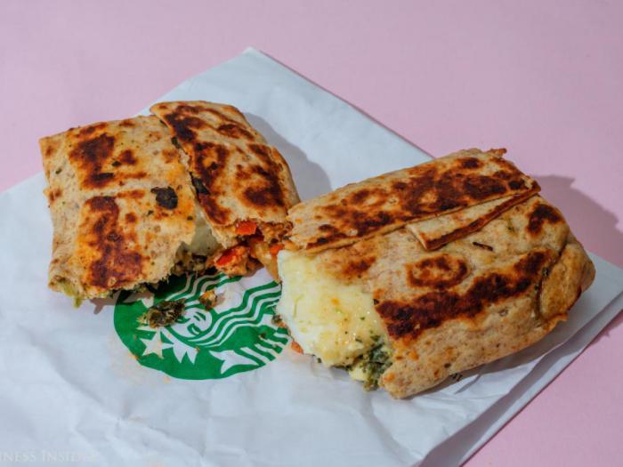 Starbucks – ролл со шпинатом и фетой