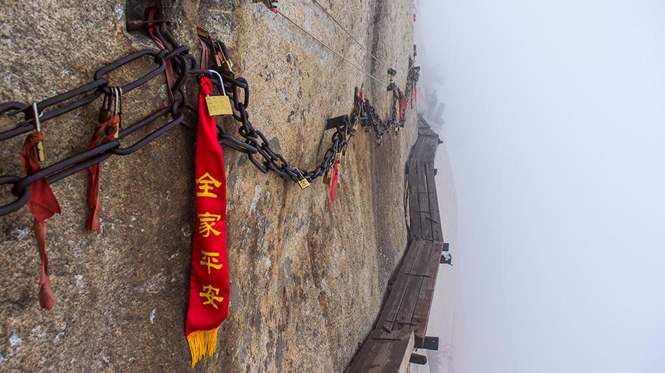 Знаменитые деревянные платформы на горе Хуашань