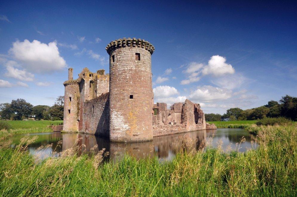 Замок Керлаверок. Cредневековый замок в области Дамфрис и Галлоуэй на юго-западе Шотландии.