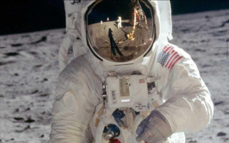 Высадку на Луну воссоздали с помощью тысяч фотографий