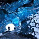 Опасно красивые ледяные пещеры Исландии