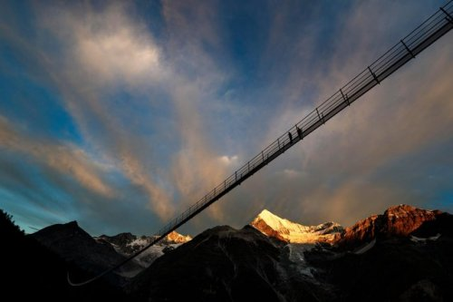 Самый длинный подвесной мост в мире построили в Швейцарии