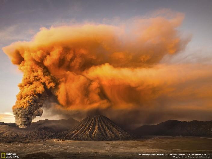 Действующий вулкан Бромо. Фото: Reynold Riksa Dewantara