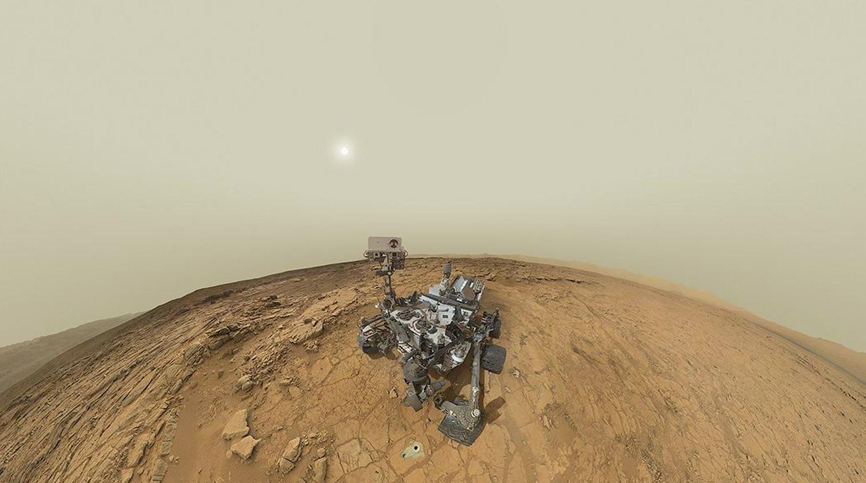 Марсоход Curiosity представляет собой автономную химическую лабораторию в несколько раз больше и тяжелее предыдущих марсоходов — Spirit и Opportunity