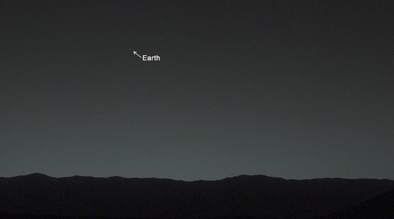 Планета Земля, вид с поверхности Марса. Снимок сделан марсоходом Curiosity