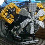 Двигатели Lego разрывает на части: зрелищная подборка