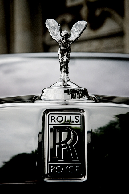 «Дух Экстаза» украшает капот автомобиля Роллс-Ройс с 1911 года.