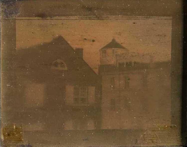 Самая старая фотография Филадельфии также является самой старой сохранившейся фотографией в Соединенных Штатах. Сделано в 1839 году