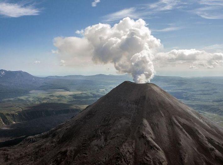 Извержение вулканов происходит из-за Солнца