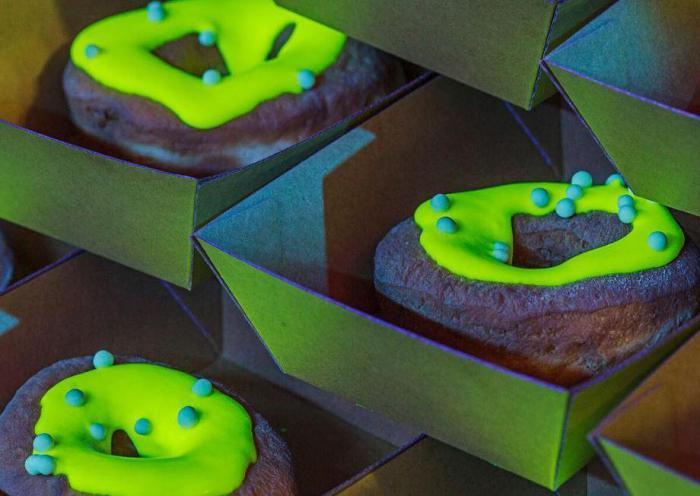 Сияющие в темноте пончики