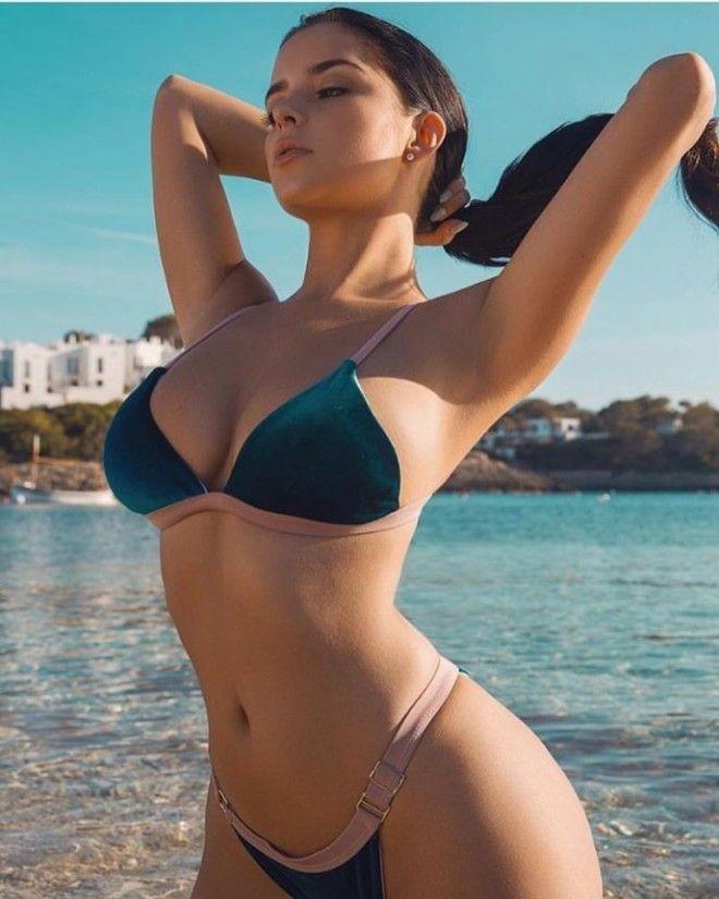 Деми Роуз — начинающая модель из Великобритании