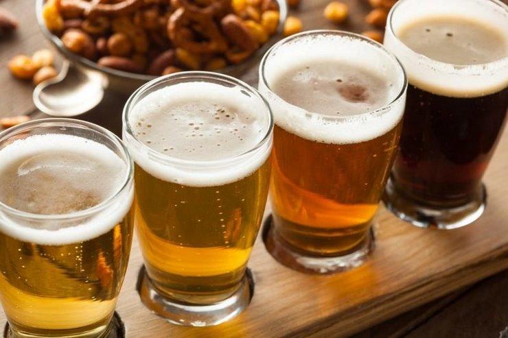 Пить алкоголь на людях