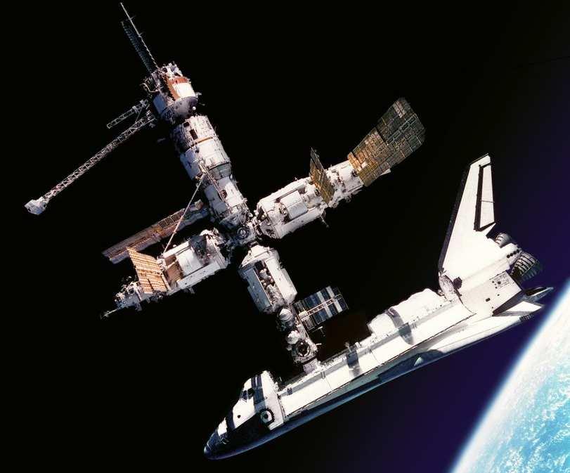 Первая стыковка с «Миром» американского шаттла «Атлантис» 27 июня 1995 года