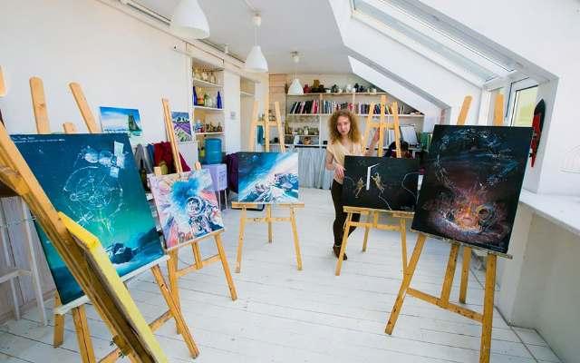 Космический календарь на 2018 год от Российской художницы