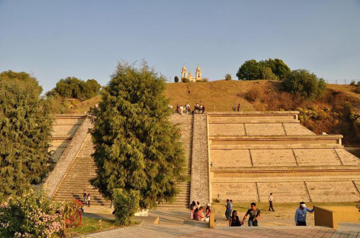 Пирамида Чолула в Мексике