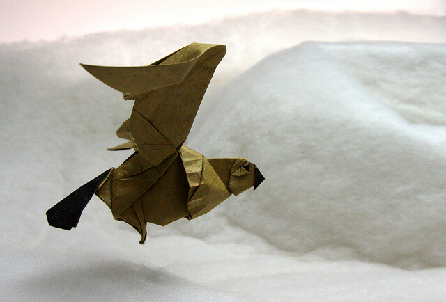 Летящая желтая сова