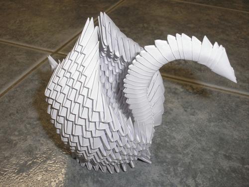 Невероятная лебедь созданный из бумаги