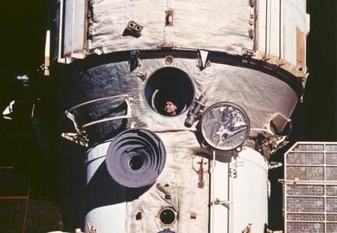 Валерий Поляков из окна базового блока