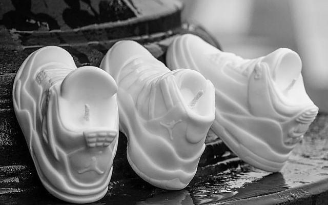 Мастер создает потрясающие свечи, вдохновленный знаменитыми кроссовками