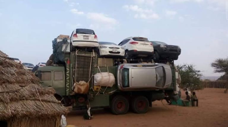 Автосалон в Африке