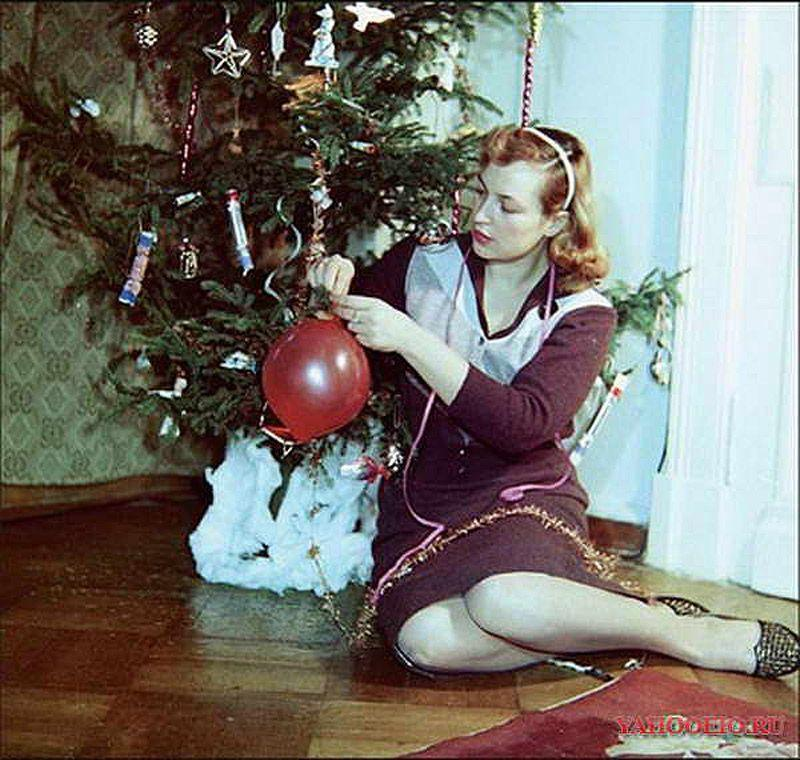 Киноактриса Клара Лучко у елки, 1968 год.