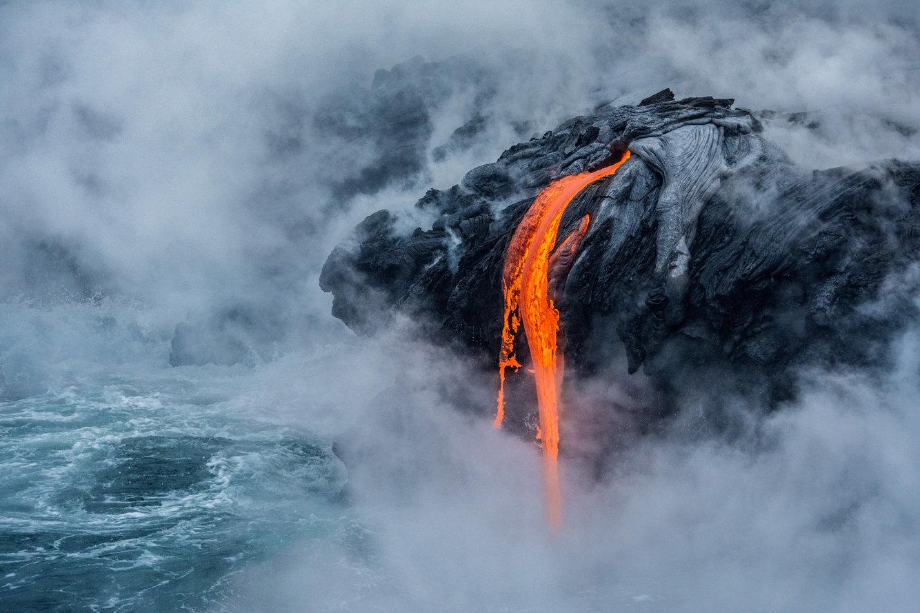 Потоки лавы активного вулкана Килауэа