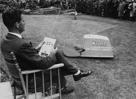 Радиоуправляемая газонокосилка