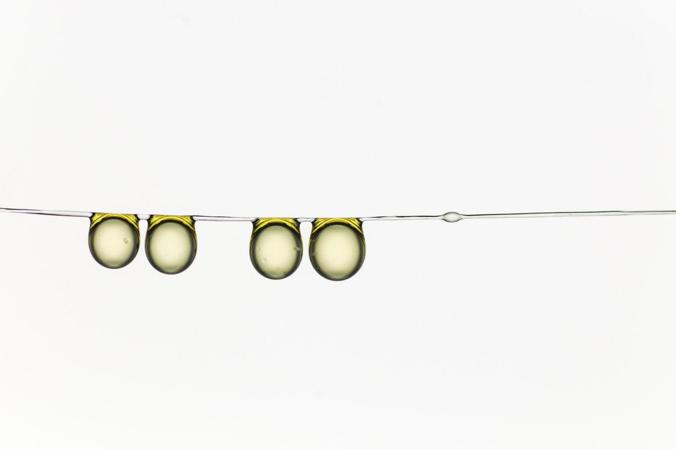 Семья капель оливкового масла