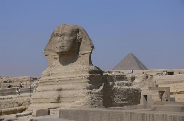 Сфинкс — крупнейшая статуя