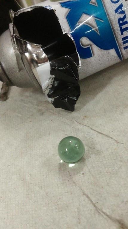 мраморный шарик внутри баллончик с краской