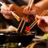 Почему азиатские страны используют палочки для еды?