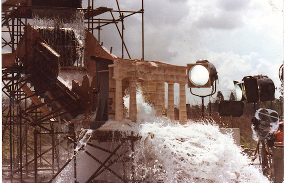 Вода выдает размер миниатюры в фильме «Битва титанов»(1981)