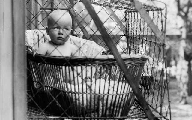 История появления детских металлических клеток