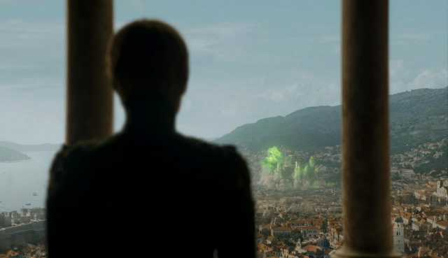 Серсея смотрит на взрыв Великой Септы