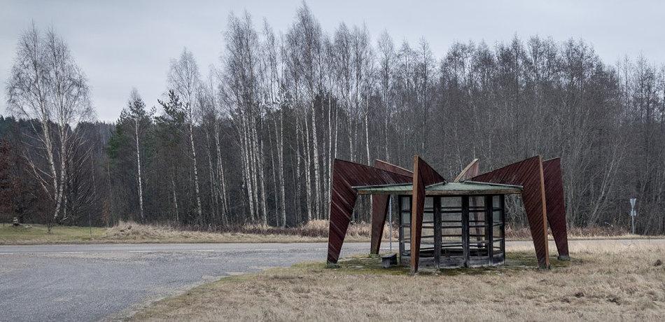 Фотограф: Кристофер Хервиг (Christopher Herwig). Советская автобусная остановка — Эстония, г. Ниитсику
