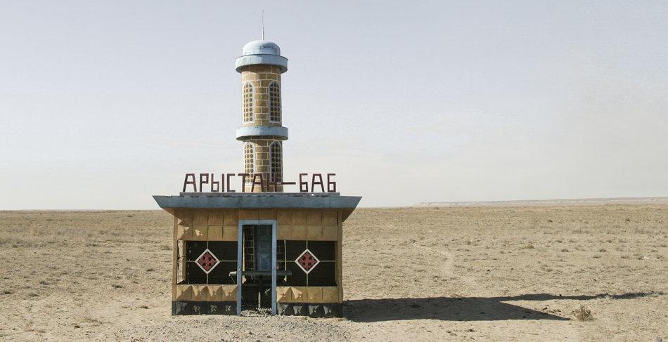 Фотограф: Кристофер Хервиг (Christopher Herwig). Советская автобусная остановка — Казахстан, г. Аральск