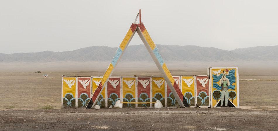 Фотограф: Кристофер Хервиг (Christopher Herwig). Советская автобусная остановка — Казахстан, г. Чарын