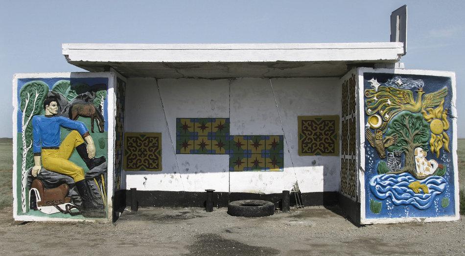 Фотограф: Кристофер Хервиг (Christopher Herwig). Советская автобусная остановка — Казахстан, г. Талдыкорган