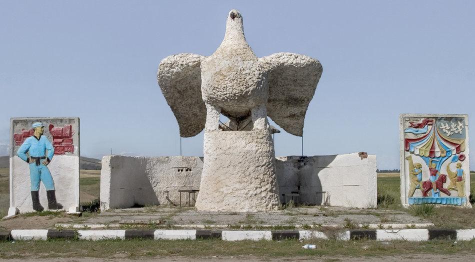 Фотограф: Кристофер Хервиг (Christopher Herwig). Советская автобусная остановка — Киргизия, г. Каракол