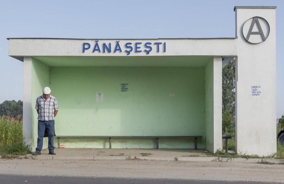 Фотограф: Кристофер Хервиг (Christopher Herwig). Советская автобусная остановка — Молдова, г. Пэнэшешть