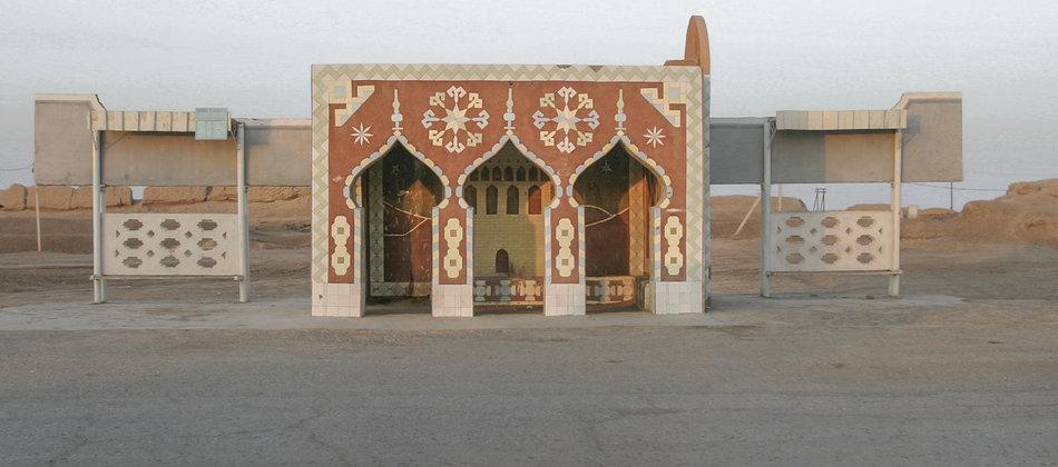 Фотограф: Кристофер Хервиг (Christopher Herwig). Советская автобусная остановка — Туркменистан, г. Мары