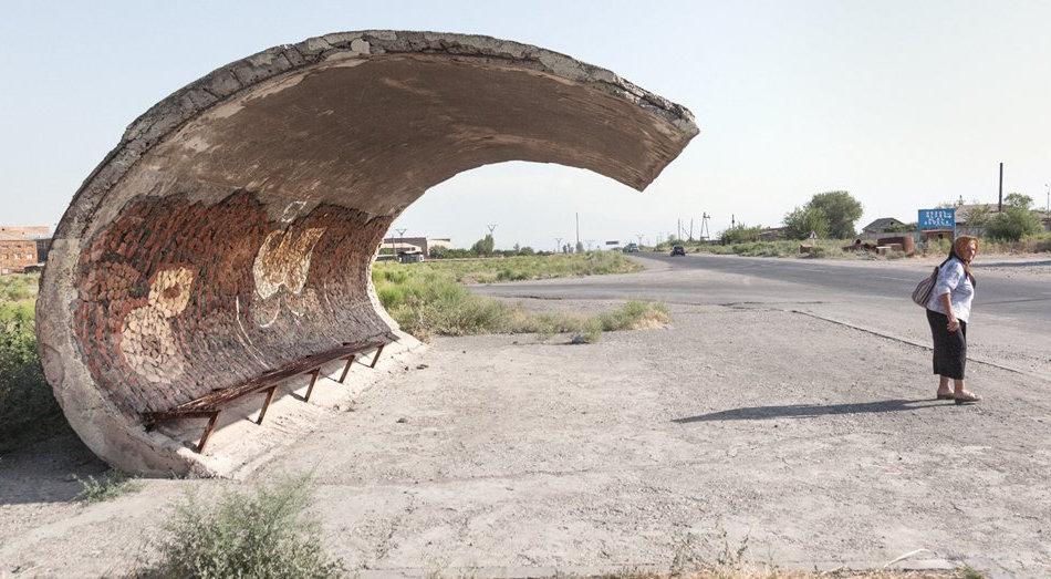 Фотограф: Кристофер Хервиг (Christopher Herwig). Советская автобусная остановка — Армения, г. Эчмиадзин