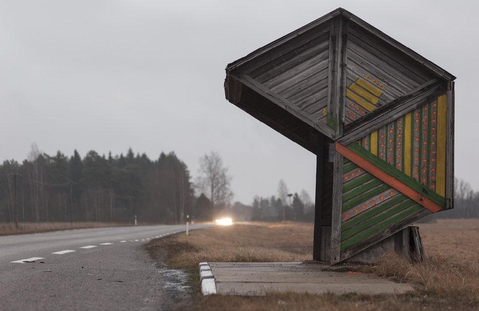 Фотограф: Кристофер Хервиг (Christopher Herwig). Советская автобусная остановка — Эстония, г. Коотси