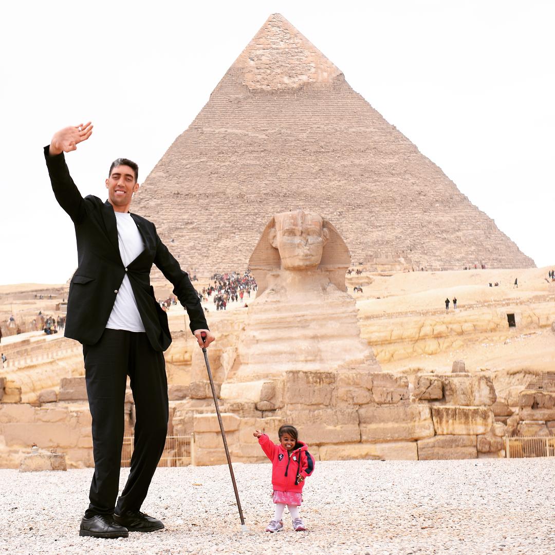 Самый высокий живой человек и самая низкая живущая женщина