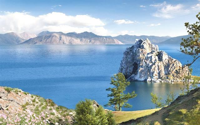 10 самыхбольших озер России