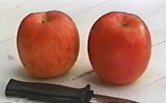 Три человека, два яблока и один нож