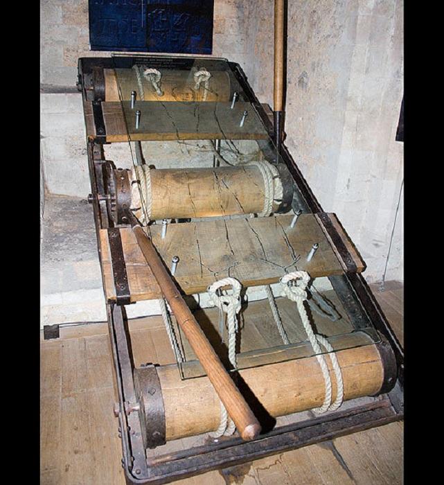 Дыба - самое известное орудие средневековых пыток.