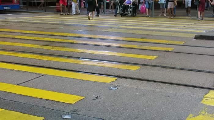 Желтая разметка-тигр в Гонконге